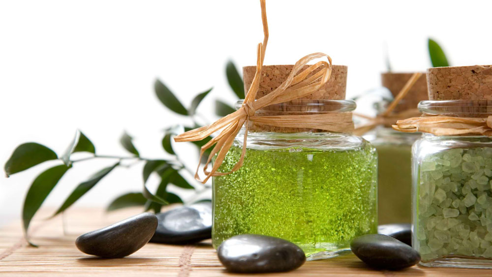 Top 6 Advantages of Using Herbal Beauty Products
