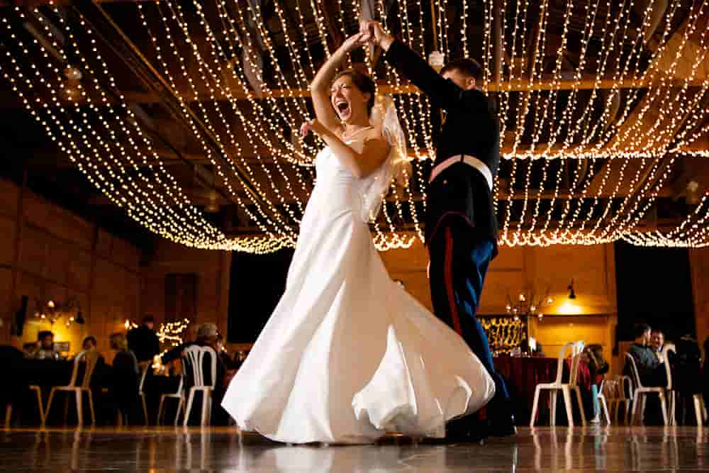 The first dance in Wedding Photography According To Thibault Copleux
