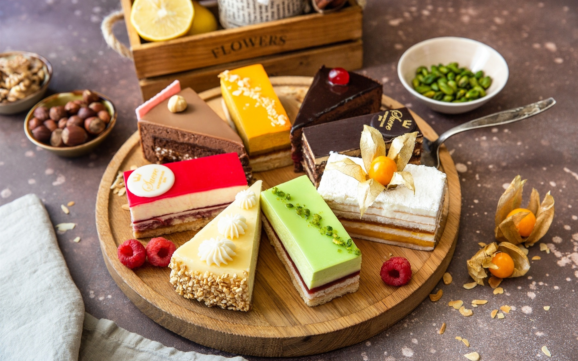 What are the advantages of the cake home delivery in Surat?