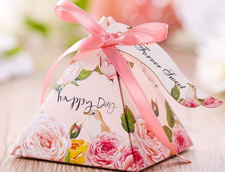 Alluring Illustrations Are Vital on Wedding Favor Bags