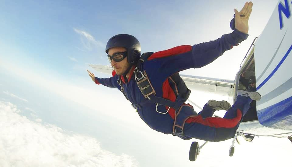 choose your skydiving school